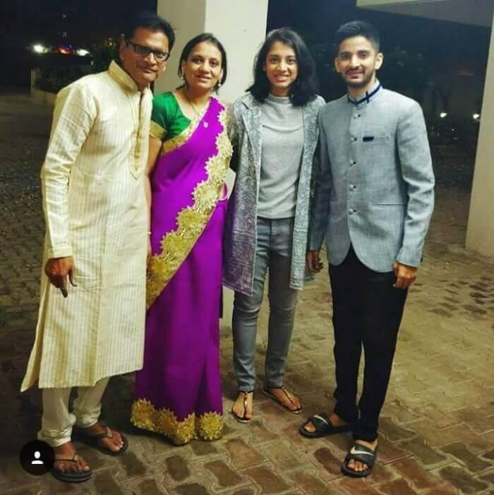smriti mandhana family
