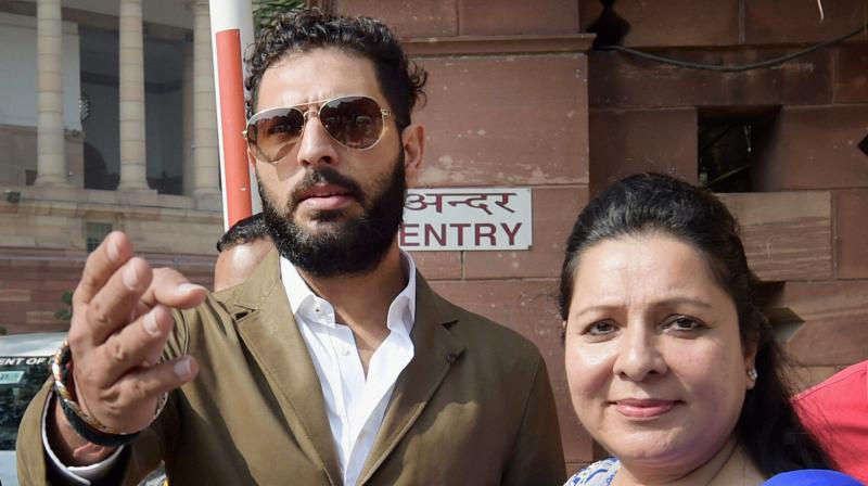 yuvraj singh with his sister