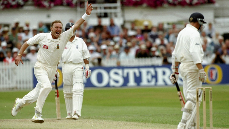 Allan Donald with Leading wicket taker in icc world cup